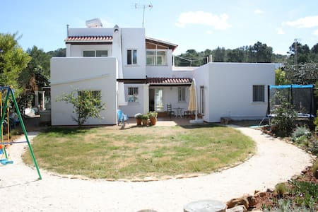 Family house minutes from the beach - Santa Eulària des Riu - Huis