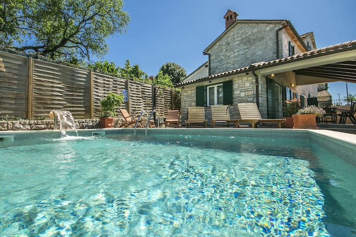 Villa Lilly with swimming pool - Višnjan - Rumah