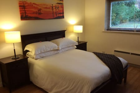 Large well furnished, 2 bed flat in Northwood