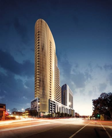 Luxury WhitehorseTower Home with view of Melbourne