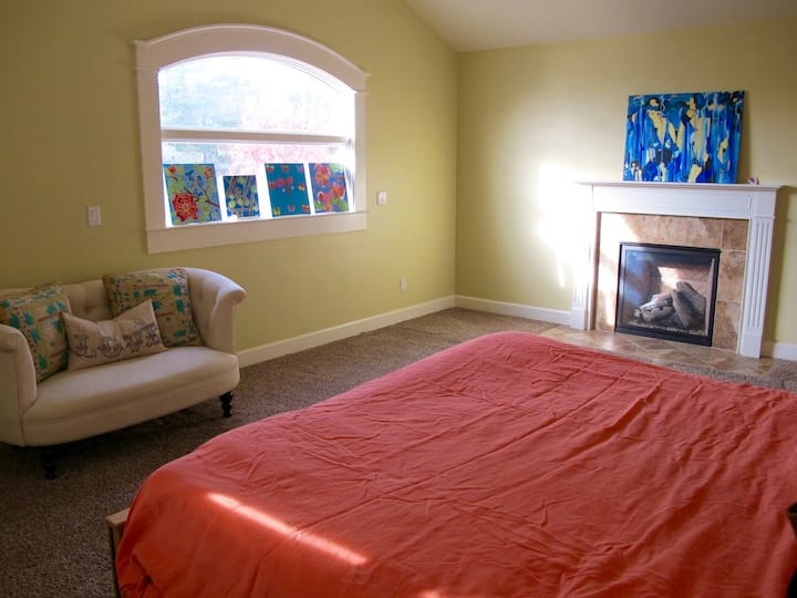 Large sunny private room/bath, mins. to Capitola
