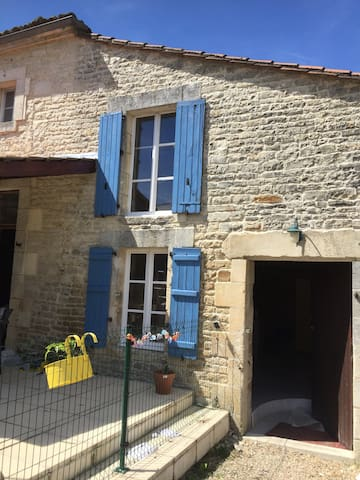 Ideal Charente style home for rent - Saint-Fraigne - บ้าน