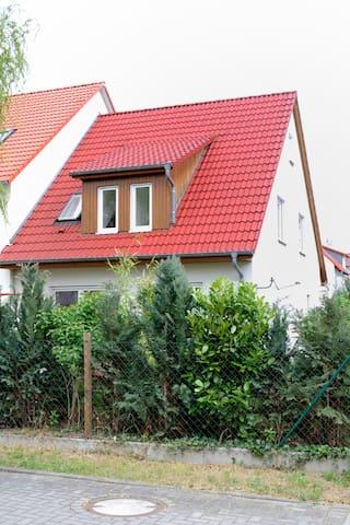 Zimmerchen statt Hotel - Griesheim - Haus