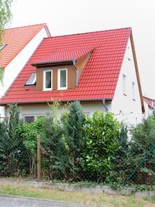 Zimmerchen statt Hotel - Griesheim - Talo
