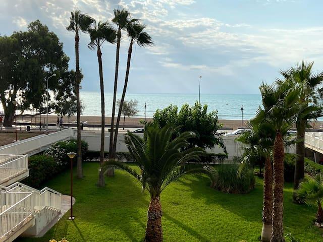 Acogedor apartamento 1ª línea de playa Benicasi