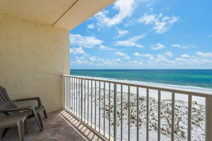 Family-friendly, beachfront condo w/shared outdoor pool, hot tub, & beach access