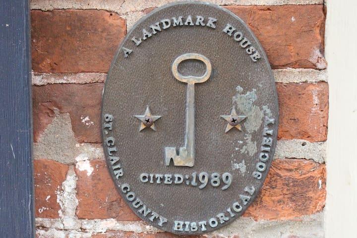 Garfield Inn - Landmark House