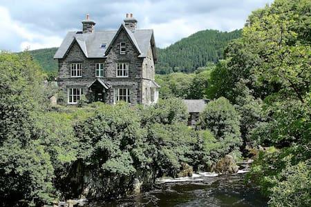 Bryn Afon Guest House - Betws-y-Coed