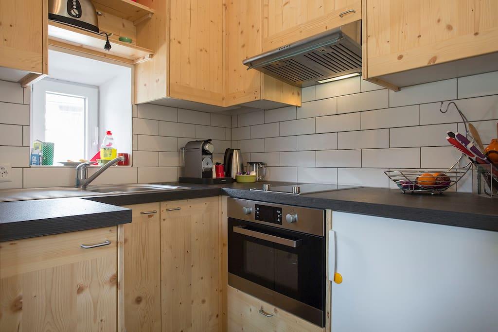 La petite cuisine, produits de bases sont disponibles