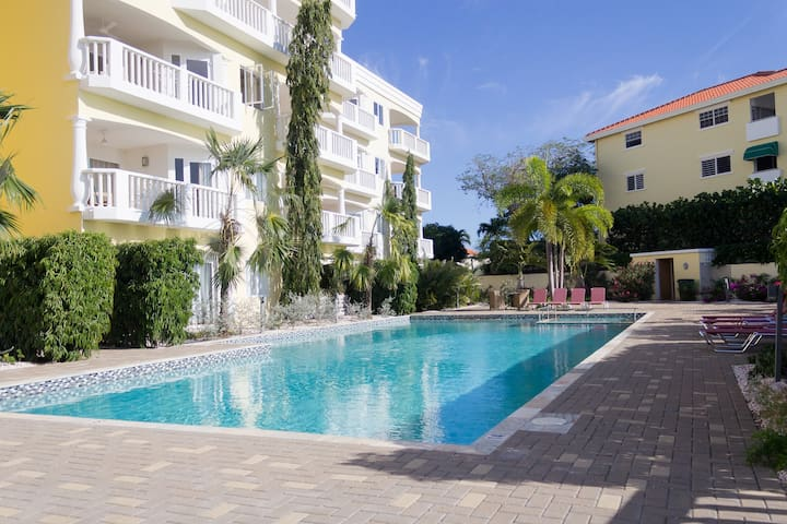 2 bedroom apartment walking distance from Blue Bay Beach