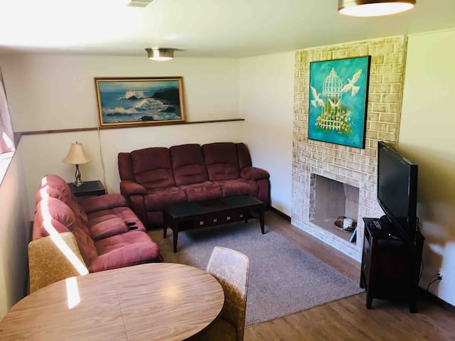 ✶Entire place, 1000 square feet, many amenities