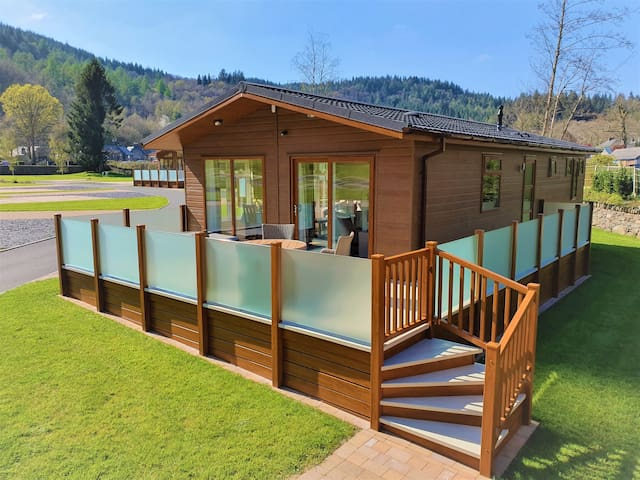 *NEW* luxury lodge +HOT TUB+ Scenic, Walk to Betws