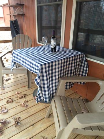 Cozy Cabin on Working Farm in Northeast TN - Rogersville - Бунгало
