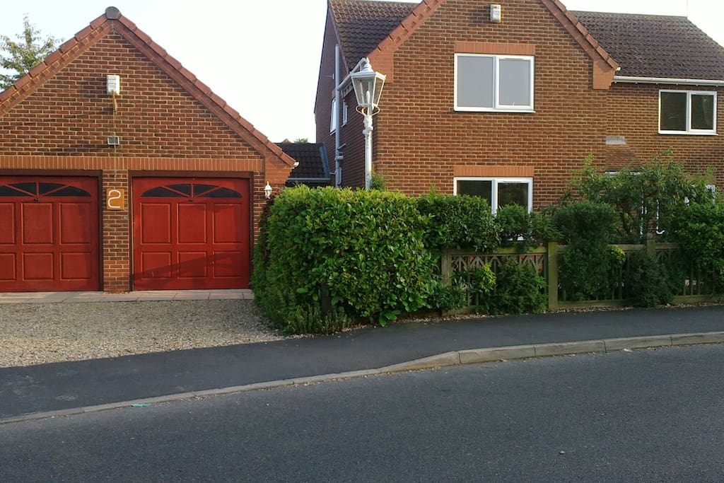 Spacious 4 bedroom house - parking on drive.