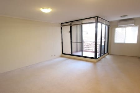 Modern apartment in Kogarah near by all amenities. - Kogarah