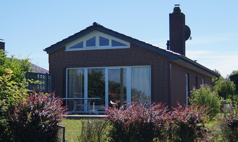 Dream cottage right on coast