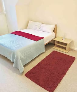 Peaceful and clean flat (Double Room for Rent)