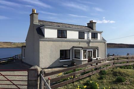 Cosy Croft Cottage on Scenic Sea Loch