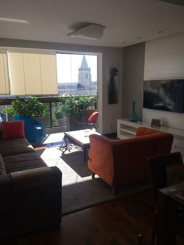 Apartamento aconchegante na rua central da cidade