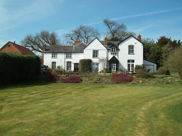 Summer Court Bed & Breakfast - Lyonshall