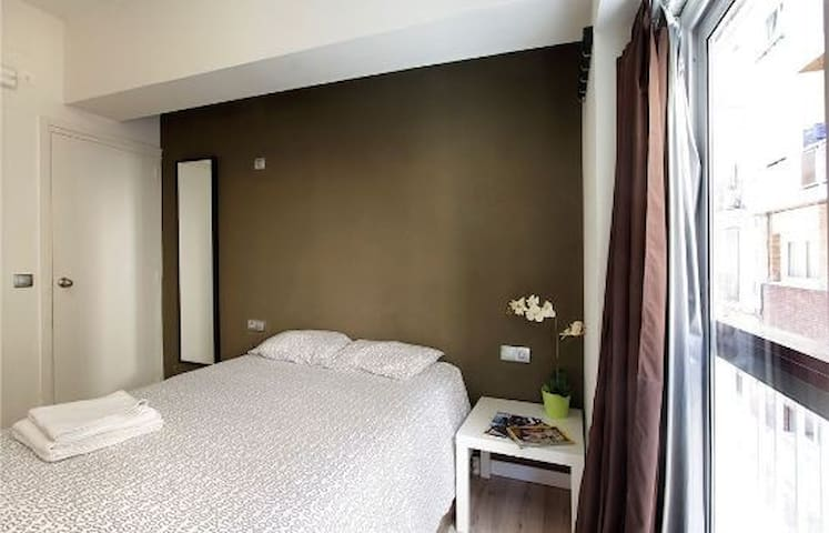 Double room in Gracia - Full of City Tips!