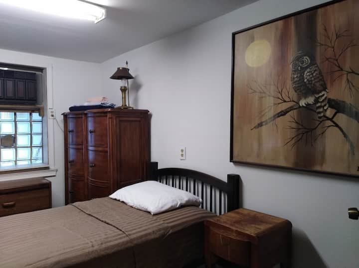 Room with single bed