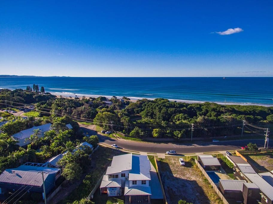 Aerial photo showing just how close to Belongil Beach you are.