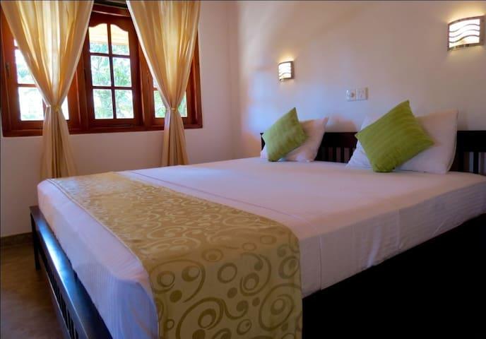 Villa comfort private room AC, HW,SWIMMING POOL - Hikkaduwa - Willa