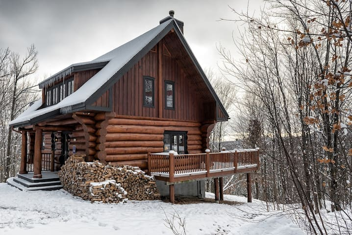Deluxe Scandinavian Log chalet in Cote Nord