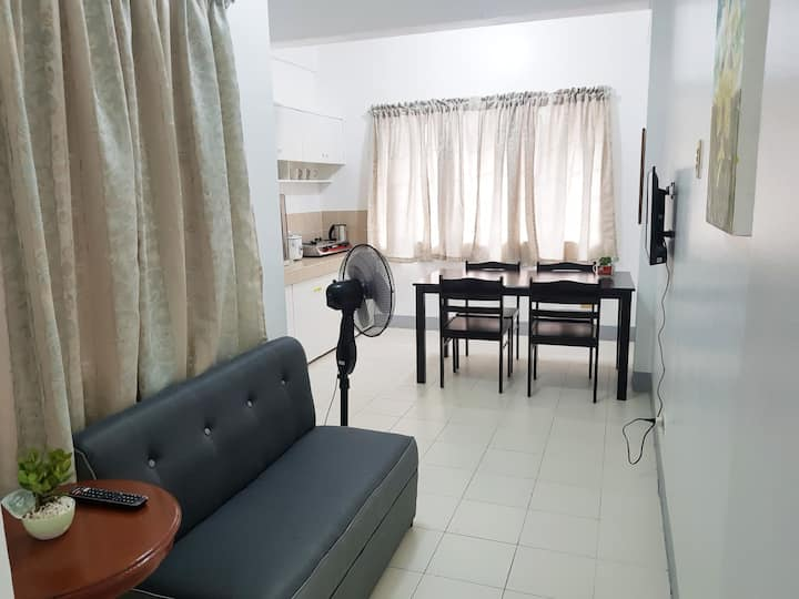 Lively apartment w/ 75Mbps Wifi-15 min walk to BGC