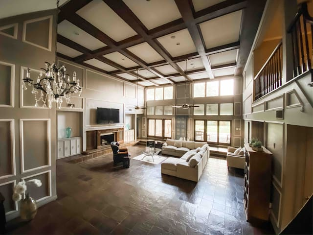 30' ceilings, Bar, Pool Table, Golf Course Beauty!