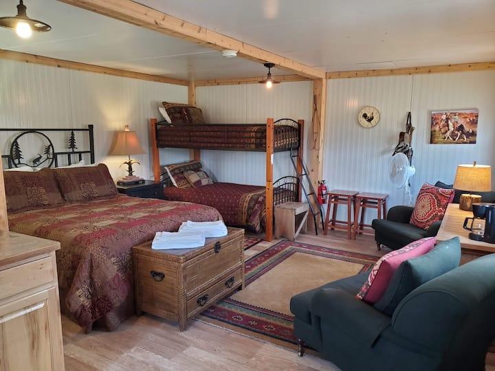 The Tack Room Suite/Studio in Vail's Backyard