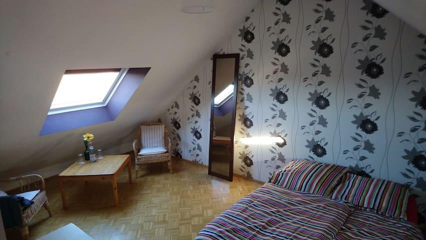 Dachgeschoss Zimmer in ruhiger Lage von Pulheim