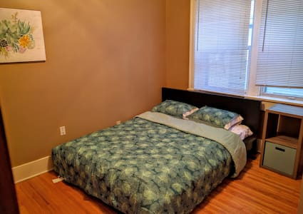 Cozy bedroom close to UNL - Lincoln - Casa