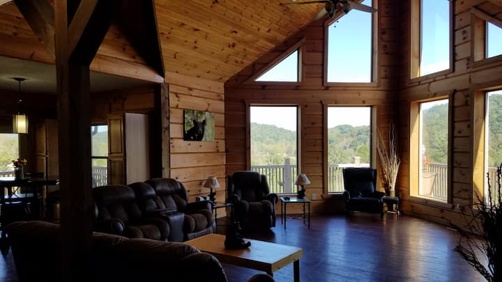 "Big Sky Cabin ""Country Dream"" room with Queen Bed"