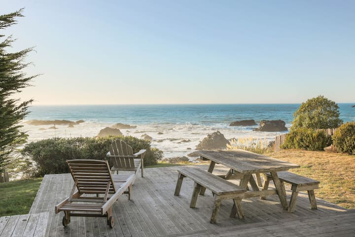 Dog-friendly home w/ocean views right outside your windows & a private hot tub!