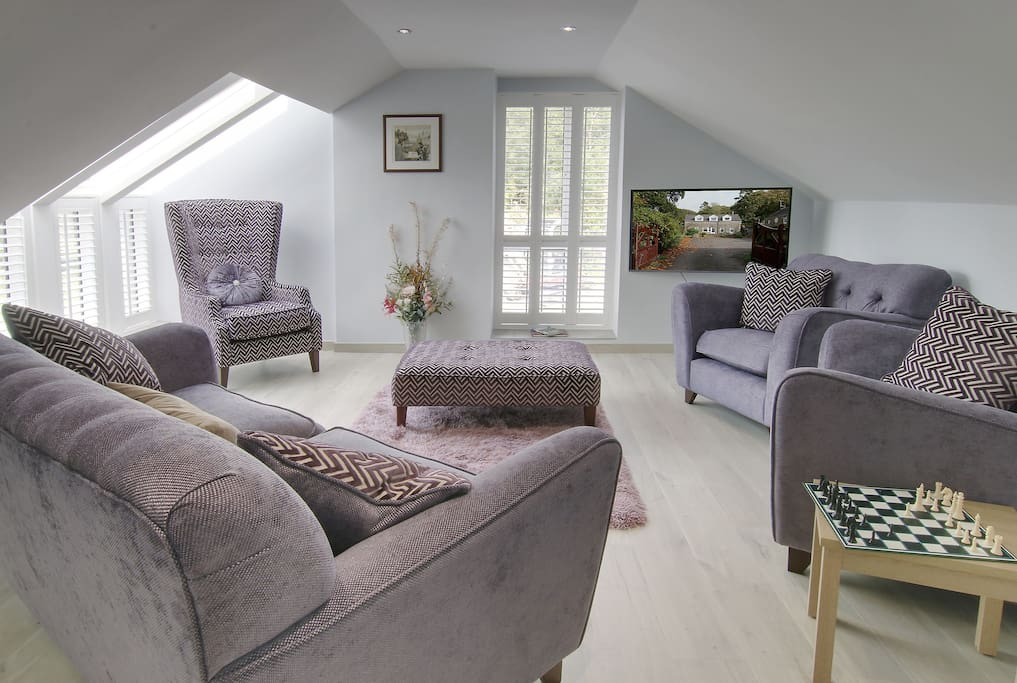 Open plan upstairs lounge with 4K HDTV  and Freesat