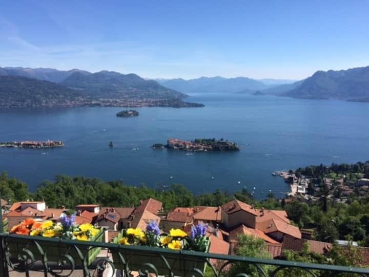 Una finestra 2 a Stresa sul Lago Maggiore