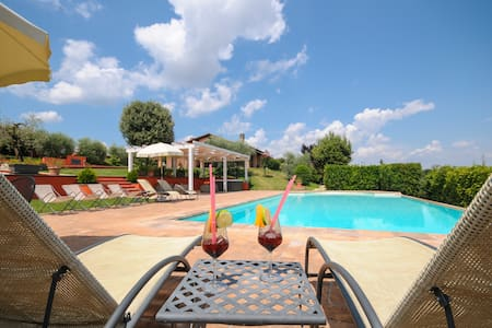 Pool,Spa,Gym,Jacuzzi, table football&tennis TODI - marsciano