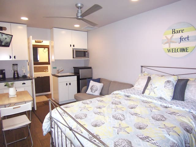 Small Beach Studio (near everything) - Solana Beach - Apartment