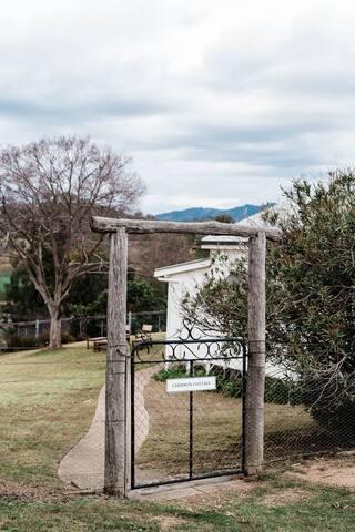 Cherson Cottage top gate