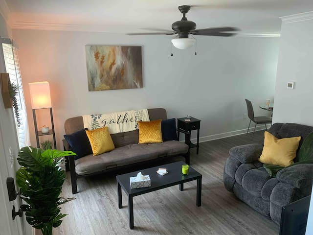Newly Remodeled Townhome 1 mile from Uptown CLT!