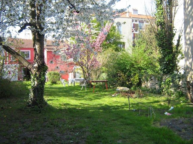 Cabane au fond du jardin à 10 min de Paris - Alfortville - Chalet