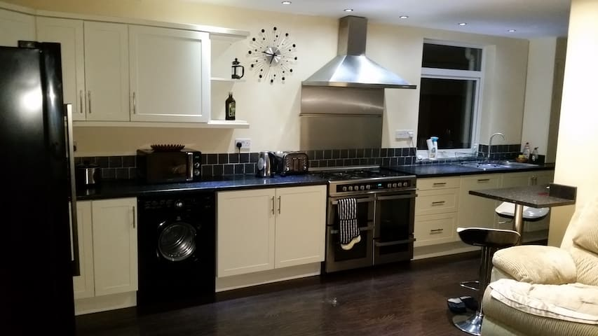 Double bedroom  in modern house - Lowestoft