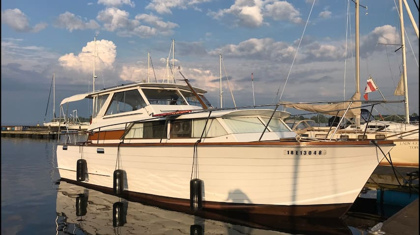 Prince Edward County Classic Yatch Stay!