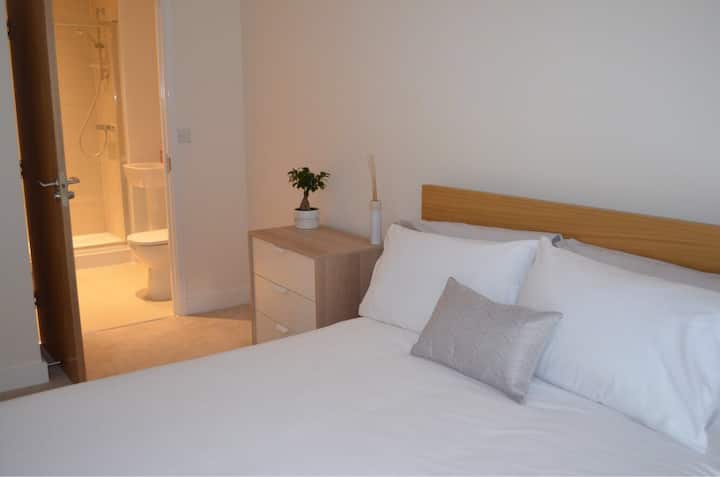 Double en-suite one minute from station