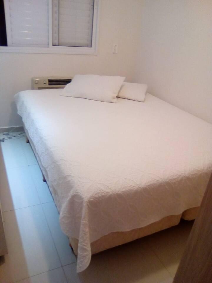 Quarto  cama de casal aconchegante em  Rio Preto