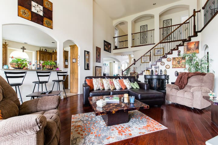Huge 4 Bedroom Home Minutes From Cowboys Stadium