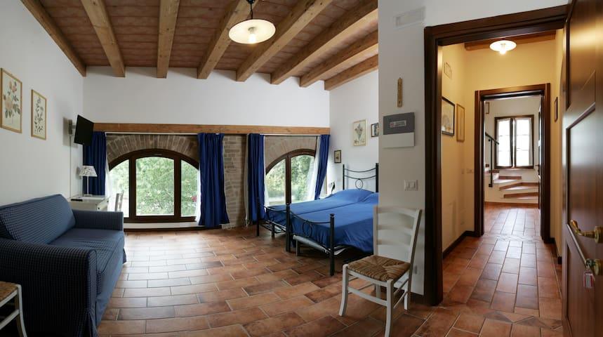 Agriturismo nelle Terre Di Matilde - Quattro Castella - Bed & Breakfast