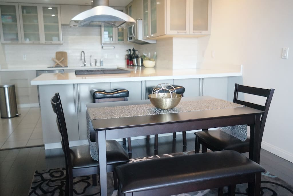 Dinning area with a large kitchen.